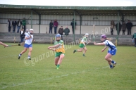 Roisin Egan (O) drives the ball forward